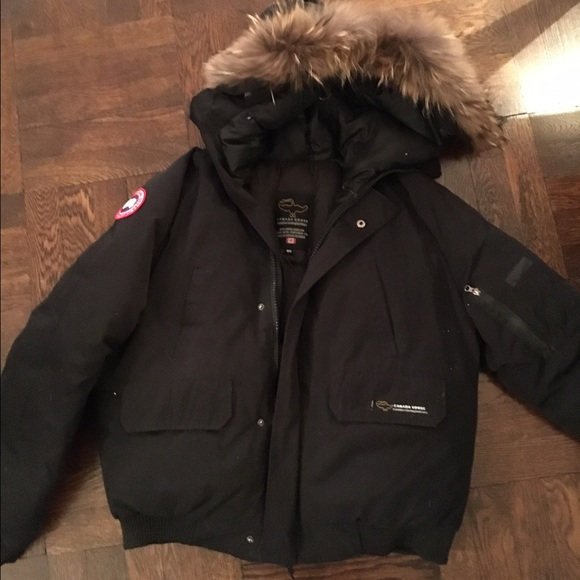 fb7abc1d2df Short Canada Goose puffer jacket
