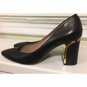 • Chloe Beckie heel with gold trim size 40/10•