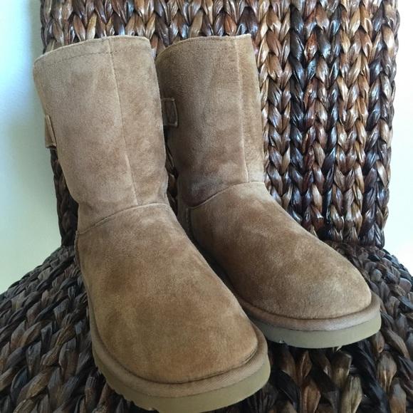 afae67213c2 UGG Chestnut Remora Boots NWT