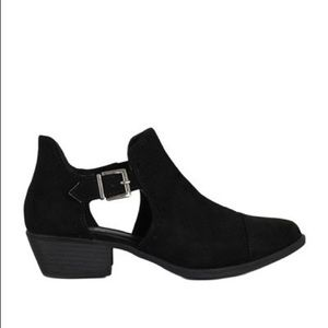 Shoes - 🦋Reduced🦋New Black ankle booties.