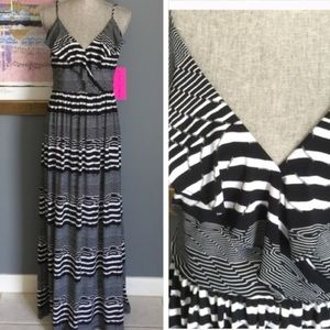 Betsey Johnson Dresses & Skirts - Betsey Johnson Silky Maxi (SZ 4)