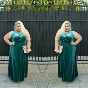 Dresses & Skirts - Plus size velvet dress
