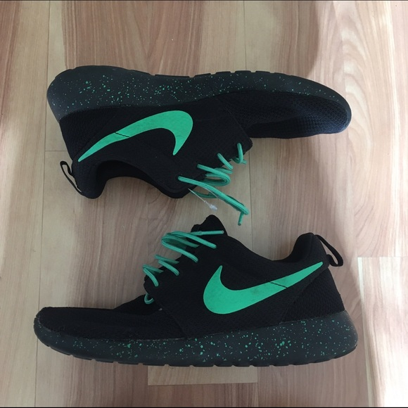 a8adf23aa06c2 nike roshe runs women s running shoe black and mint.  M 58583eac6802782253012692