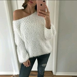 Boutique Sweaters - ✨HPx2✨ BOUTIQUE white fuzzy sweater NWOT