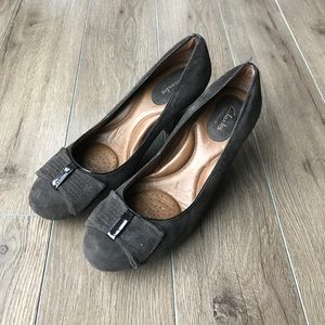 """Clarks Shoes - Worn once 💖Clarks suede leather pumps 2.5"""" heels"""