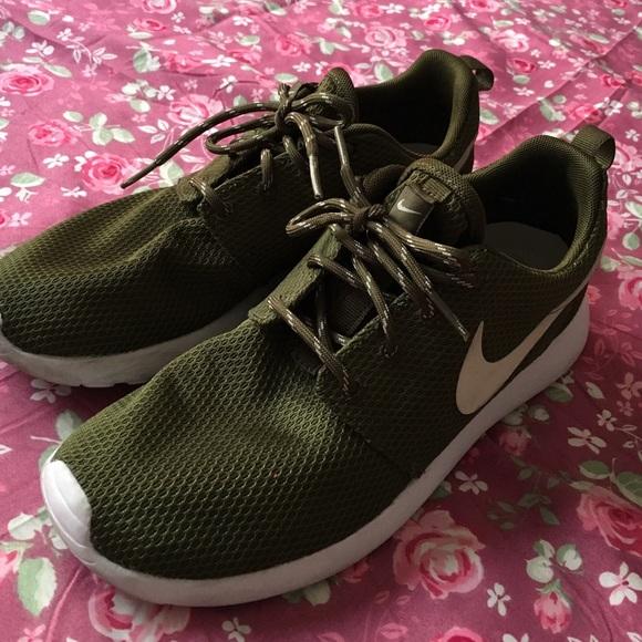online store 71004 7e231 Olive Green Nike Roshe Women's Size 7.5