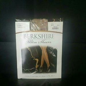 Berkshire Ultra-Sheer Control Top Pantyhose