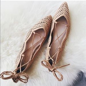 Shoes - Light brown cutout lave up flats