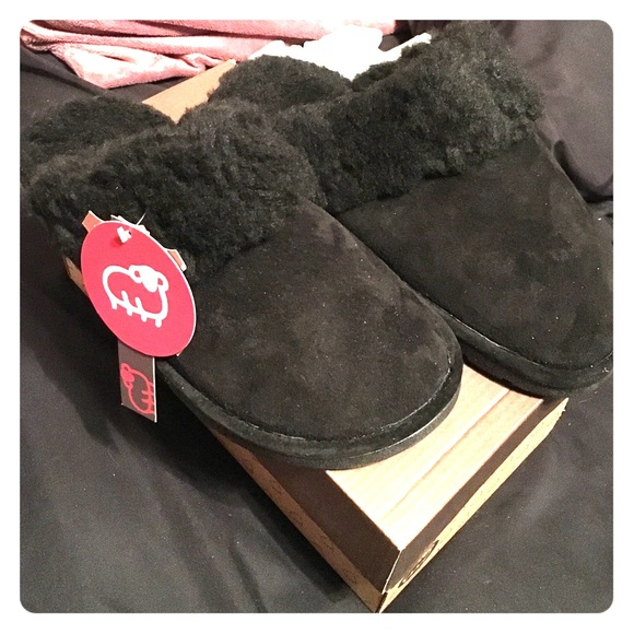 293fe1a1fdf480 Lamo Brand Ladies Suede Slippers  BNWT