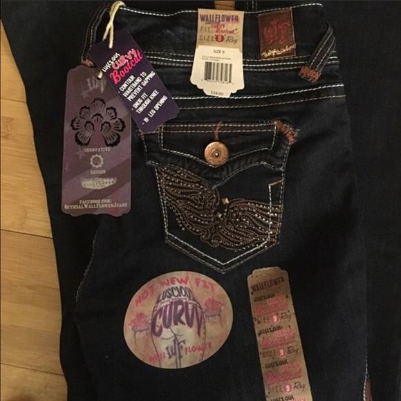 c75630c2af5 NWT luscious CURVY BOOTCUT Wallflower 9 jeans