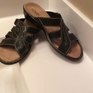 clarks Shoes - Clarks Bendable so. Slip on comfort size 81/2 N