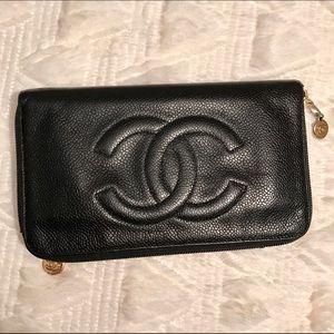 CHANEL Handbags - ✨Authentic Vintage Chanel Caviar Zip Around Wallet