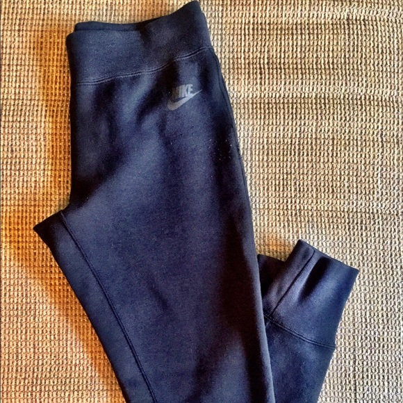 Black Women s Nike Tech Fleece pants Size XS. M 585c0d1841b4e09bf300a461 48b2ef2481