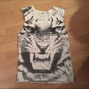 Forever 21 Tops - Tiger cut off top forever 21