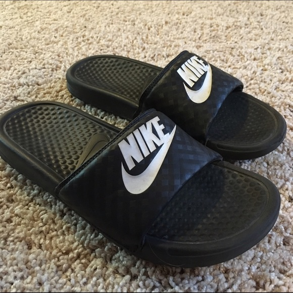 7d1dc351eb82 Nike Benassi JDI Women s Athletic Sandals. M 5859c2827fab3ac4c601c725