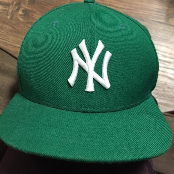 Used green NY Yankees hat. M 5859d9067f0a05469f0025fb. Other Accessories ... a709d104ee0c