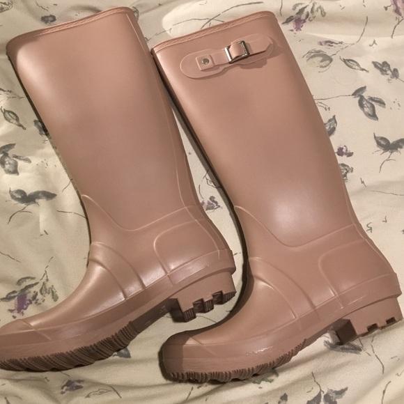Light pink rain boots 6 from Sharon's closet on Poshmark
