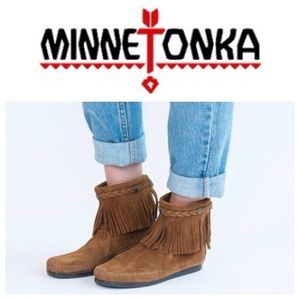Minnetonka Shoes - LIKE NEW!  Minnetonka Hi-top back zip fringe boots