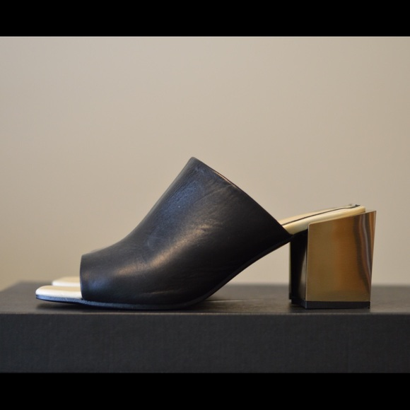 9749673eb59 Zara mules in black leather and gold heels
