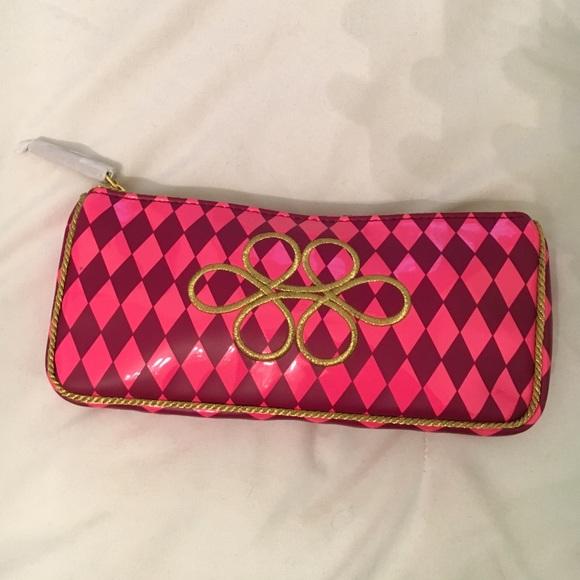 75% off MAC Cosmetics Handbags - Mac Christmas makeup bag from Leslie's closet on Poshmark Mac Christmas makeup bag - 웹