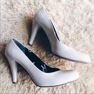 Marc Jacobs White patent leather heels US 7