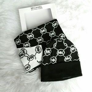 Michael Kors Accessories - 🚨LAST CALL🚨Michael Kors Box set scarf & hat