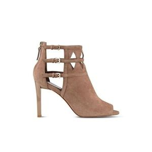 Shoes - Beautiful Peep Toe Booties ❤