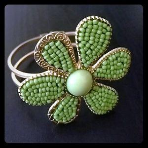 Jewelry - Vintage green / gold flower bracelet
