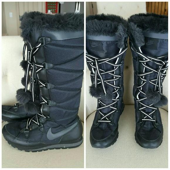 Nike Women s Tall Snow Sneaker Boots 9 Black. M 585ac7d7f092820e9e018ebc 019dd1a8e
