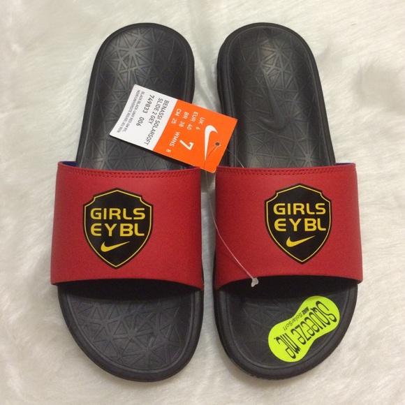 85da97ca139e Nike benassi solarsoft slides sandals new size 7 y