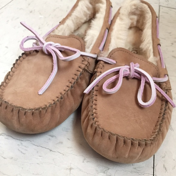 a293d2ab5a5 UGG Size 5 Dakota Moccasins Slippers In Tobacco