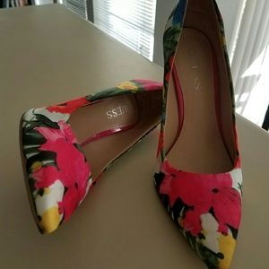 Guess Shoes - Guess Neodan Floral Print Pumps in Dark Pink Satin