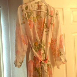 Plum Pretty Sugar Other - Plum Pretty Sugar Floral Silk Robe