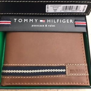 Tommy Hilfiger Other - Tommy Hilfiger Men Leather Wallet Picture Passcase