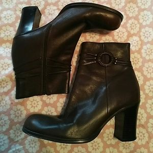 ToTheMax! Shoes - 🎉🎇To The Max! Brown Ankle Boots