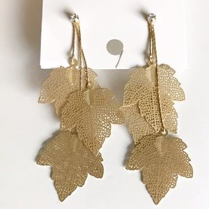 Jewelry - NWOT! Gold delicate leaf earrings