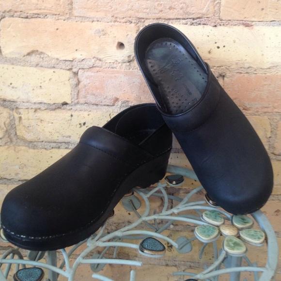Dansko Shoes | Dansko Narrow Pro Clogs