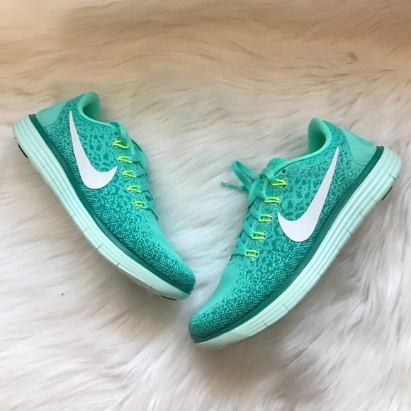 8b8616acff42 Nike Free Run Distance Sneakers