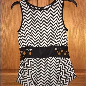 Tops - CAGED CHEVRON TOP