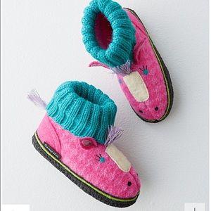 Nordstrom Baby Other - 🕺💃Grandin Road Slippers 👯♂️HOST PICK 🕺💃