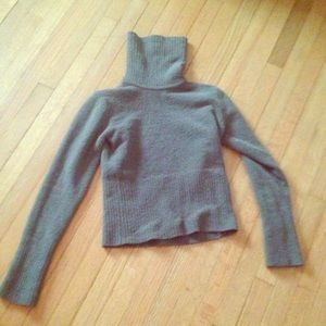 Ambiance Apparel Sweaters - Soft turtleneck EUC