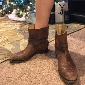 Frye Shoes - Frye Lindsay Plate Short Boot