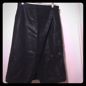Black faux leather skirt 🌟
