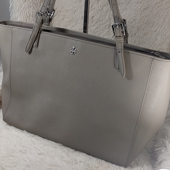 a2a7fbb4bde7 Tory Burch Large York Buckle Tote French Grey. M 585d49754127d02cf60988e8