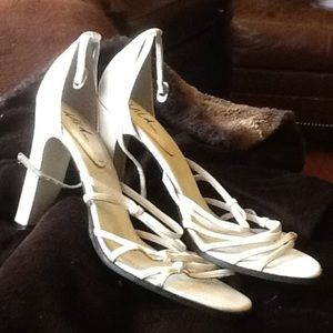 WILD PAIR Shoes - Sz10M leather 4 in heel knot design on 3 bands!!