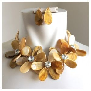 Jewelry - New- Floral Necklace Set