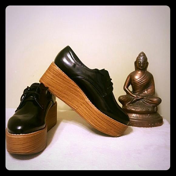 Atmosphere platform shoes