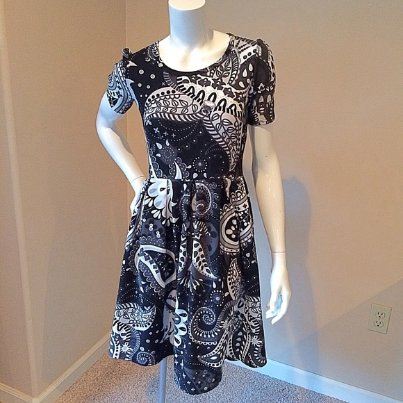 678139e553f5 LuLaRoe Dresses & Skirts - LuLaroe size S Amelia Black and white paisley