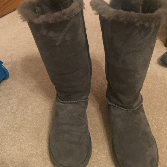 ugg bailey bow boot size 4