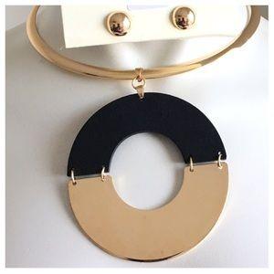 Jewelry - New- Black Wood Necklace Set